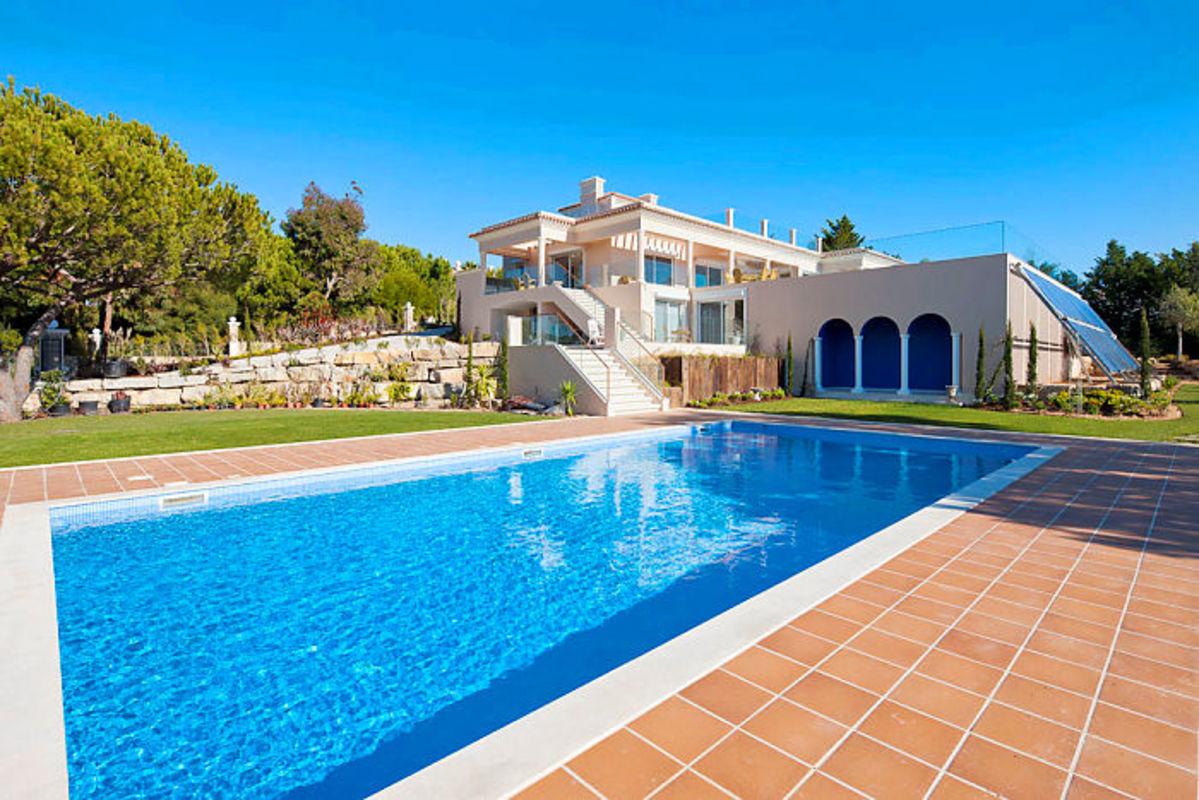 Magnificent Six Bedroom Villa Overlooking The Ria Formosa